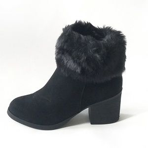 Super cute trendy faux fur boot toppers 👢